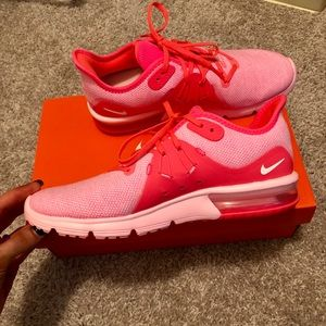 Nike Air Max BRAND NEW women's shoe size: 8.5 US